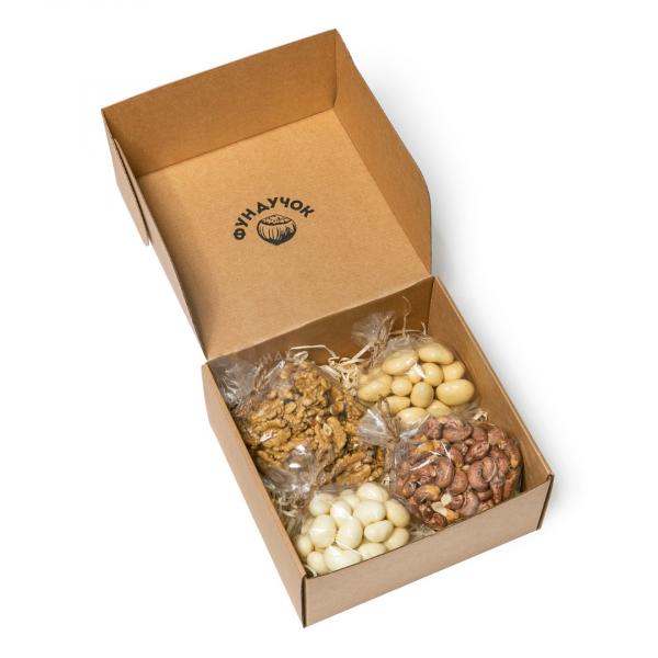 Подарочный набор орехов и сладостей № 25 (1 кг.)