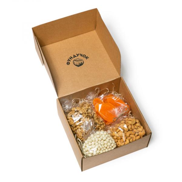 Подарочный набор орехов, цукатов и сладостей № 23 (1 кг.)