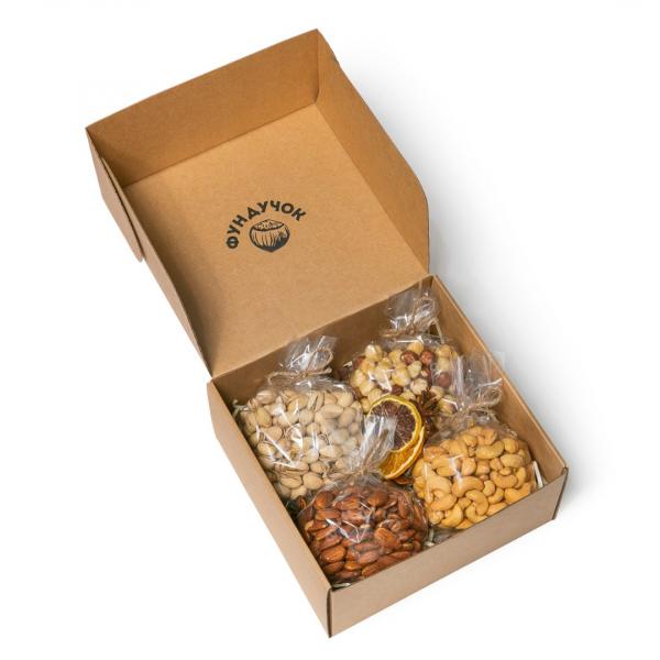 Подарочный набор орехов № 3 (1 кг.)