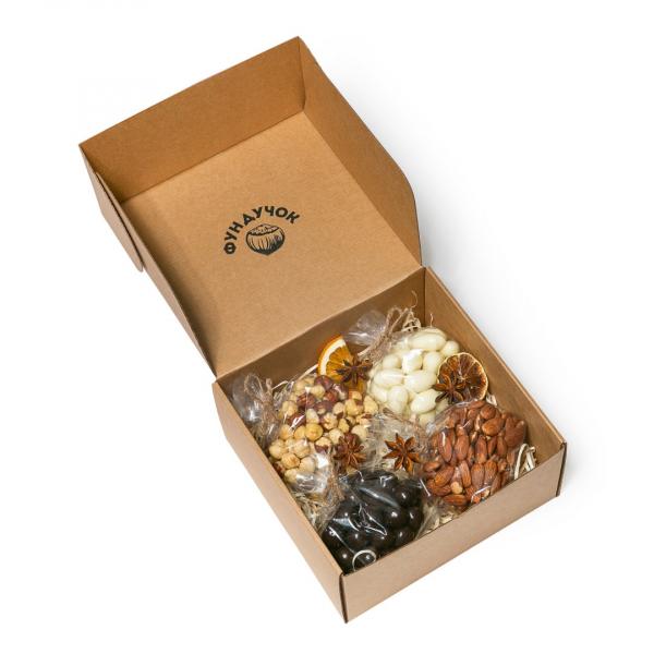 Подарочный набор орехов и сладостей № 6 (1 кг.)