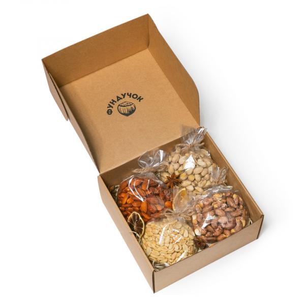 Подарочный набор орехов № 4 (1 кг.)