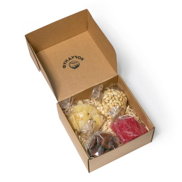 Подарочный набор орехов и сухофруктов № 40 (1 кг.)