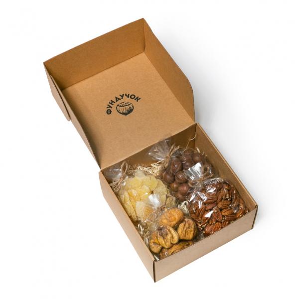 Подарочный набор орехов, сухофруктов и цукатов № 32 (1 кг.)