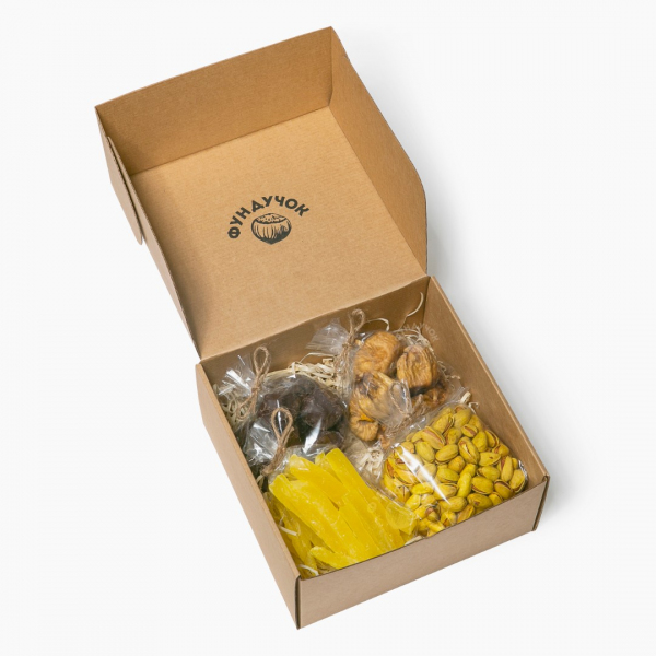 Подарочный набор орехов, сухофруктов, цукатов и сладостей № 26 (1 кг.)