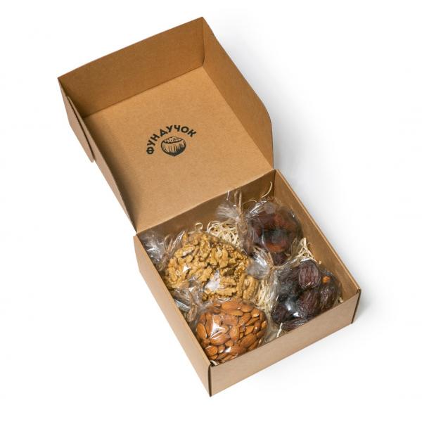Подарочный набор орехов и сухофруктов № 34 (1 кг.)