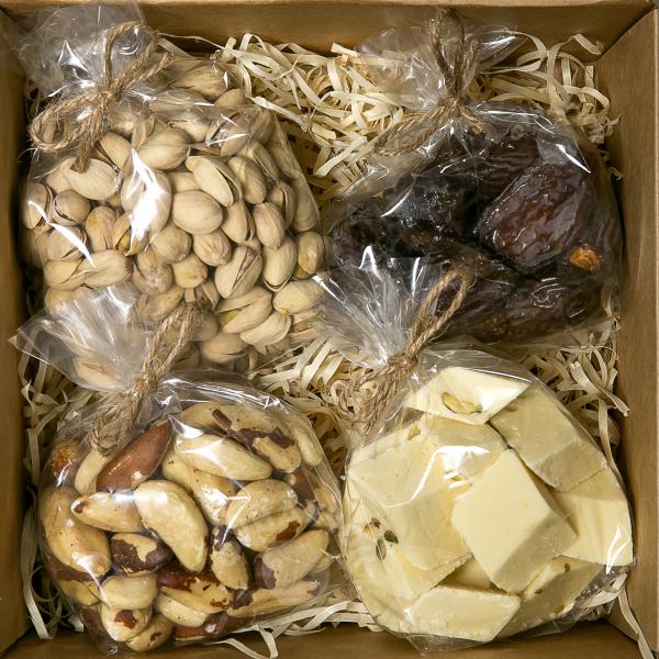 Подарочный набор орехов, сухофруктов и сладостей № 21 (400 г.)