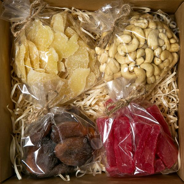 Подарочный набор орехов, цукатов и сухофруктов № 22 (400 г.)
