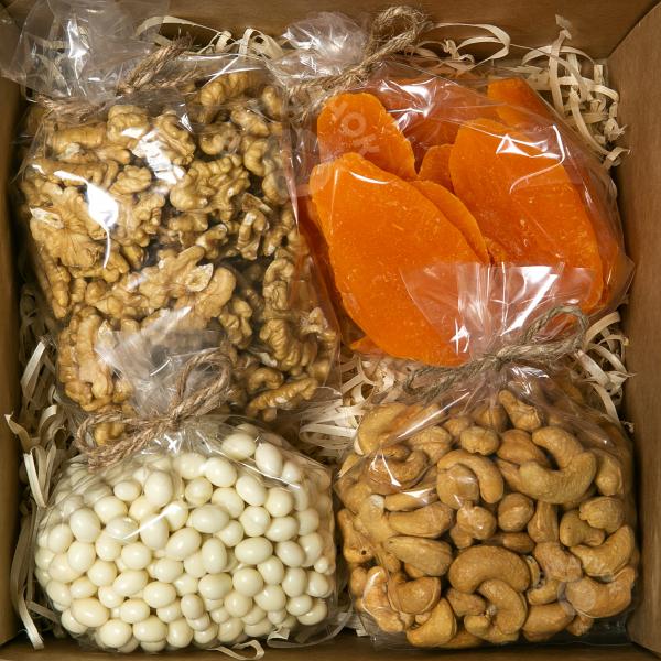 Подарочный набор орехов, цукатов и сладостей № 23 (400 г.)