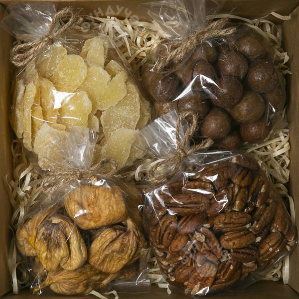 Подарочный набор орехов, сухофруктов и цукатов № 32 (400 г.)