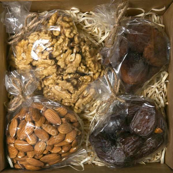 Подарочный набор орехов и сухофруктов № 34 (400 г.)
