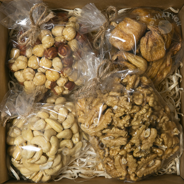 Подарочный набор орехов и сухофруктов № 35 (400 г.)