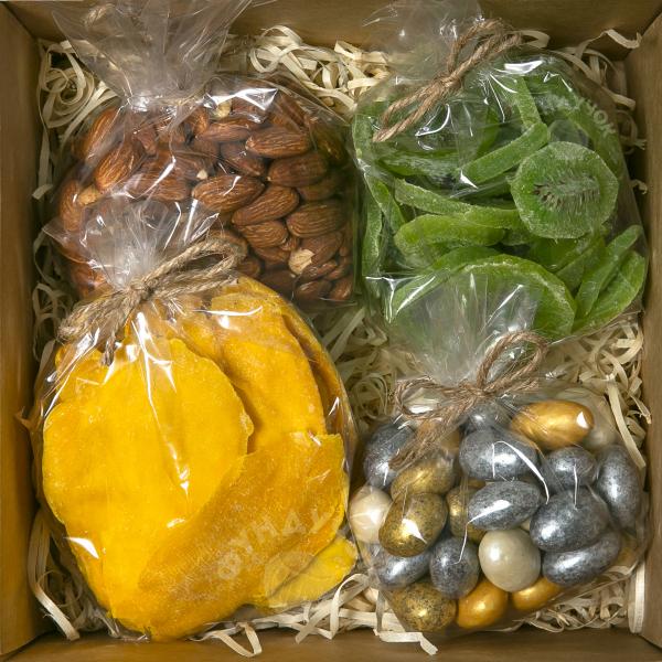 Подарочный набор орехов, сухофруктов, цукатов и сладостей № 36 (400 г.)