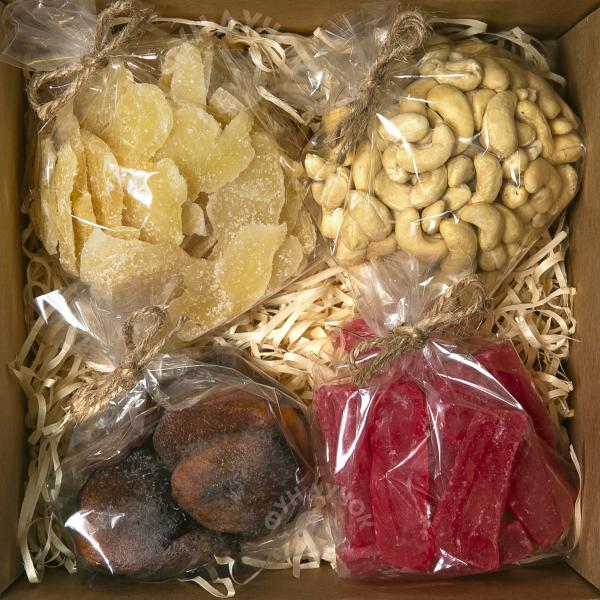 Подарочный набор орехов и сухофруктов № 40 (400 г.)
