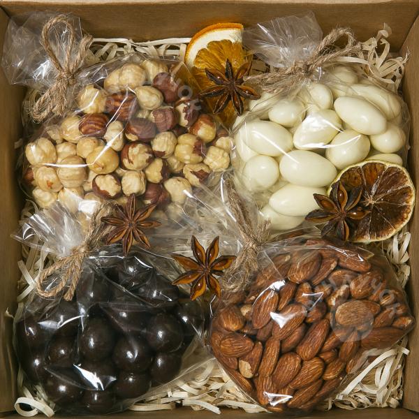 Подарочный набор орехов и сладостей № 6 (400 г.)